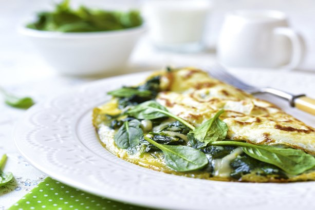 omelette-stuffed-with-spinach-and-cheese-for-a-breakfast
