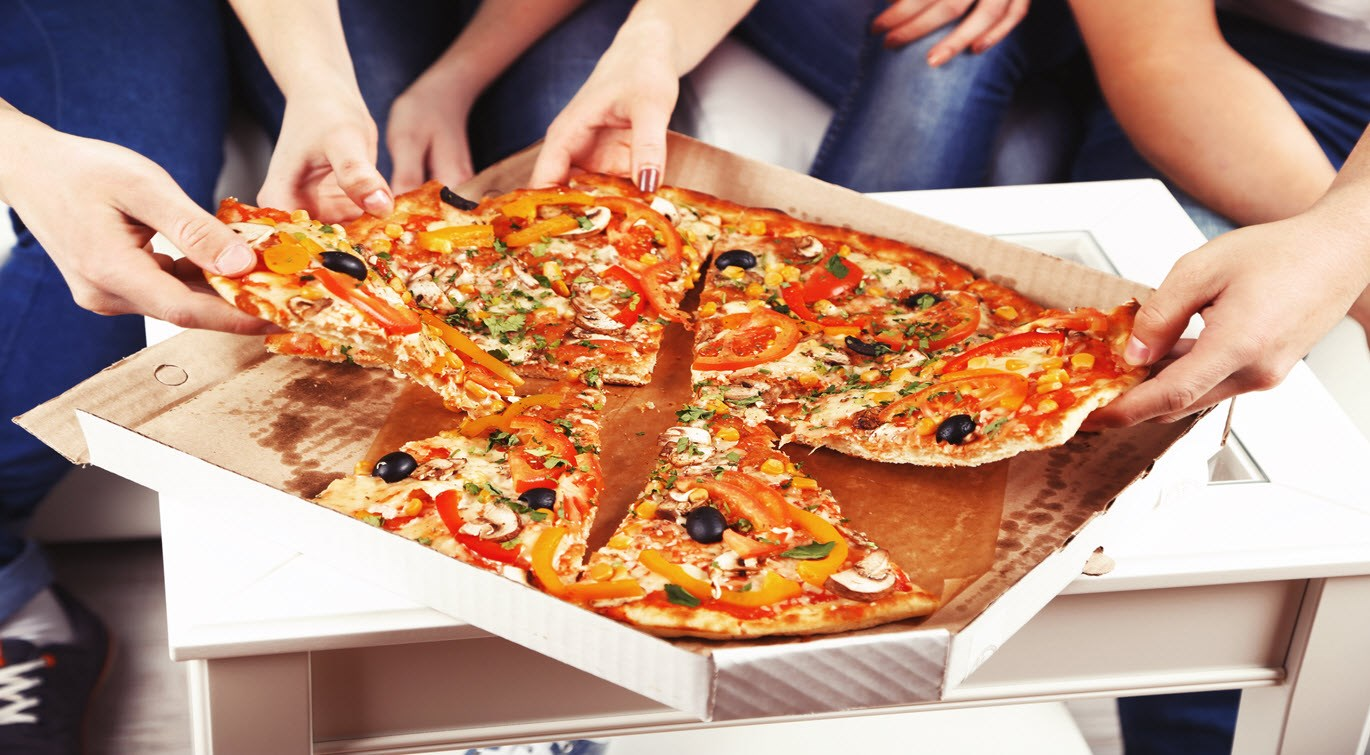 group-of-young-friends-eating-pizza