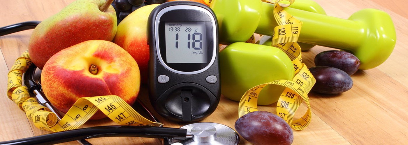 Diabetes_Sweet_Truth_image. Glucose meter & fresh fruit